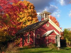 Autumn-in-Michigan-fall-foliage-and-one-room-schoolhouse