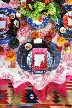 The Glam Pad: 30 Blue and White Tablescapes for Thanksgiving