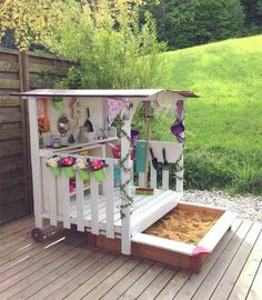 Summer is full of fun. 21 cool pallet inspirations with which children get rid of the boredom during the holidays Der Sommer ist voller Spaß. 21 coole Paletten-Inspirationen, mit denen Kinder die Langeweile in den Ferien loswerden. Diy Pallet Projects, Garden Projects, Wood Projects, Pallet Ideas, Summer Fun For Kids, Diy For Kids, Toddler Kitchen, Outdoor Furniture Plans, Furniture Ideas