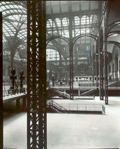 AD Classics: Pennsylvania Station,View over entrance stairways. Image © Berenice Abbott - New York Public Library Digital Collection