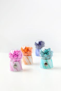 DIY Bubble-Gum Dispensers ( - out of paper cups and clear christmas ornaments) : tutorial ^^