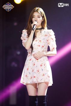 Suzy (수지) is a South Korean actress and solo singer under Management SOOP. Suzy debuted as a member of MissA in March 2010 under JY. Korean Fashion Trends, Kpop Fashion, Fashion Outfits, Suzy Bae Fashion, Bae Suzy, Miss A Suzy, Idole, Korean Actresses, Korean Celebrities