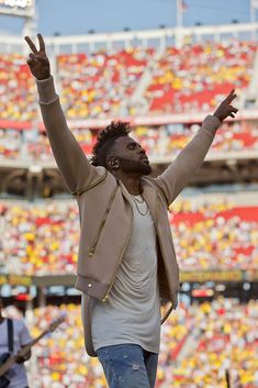 Singer Jason Derulo performs before a group A match between United States and Colombia at Levi's Stadium as part of Copa America Centenario US 2016 on June 2016 in Santa Clara, California, US. Get premium, high resolution news photos at Getty Images Copa America Centenario, High Expectations, Jason Derulo, Santa Clara, Sport Football, My Boys, Singers, Musicians, June