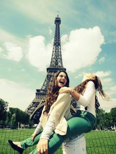Friends in Paris! @Sarawinsted  This is totally on my bucket list!!
