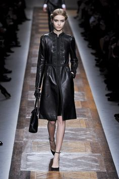 gothic + trench coat = amazing!!!