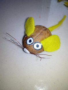Mouse idea for art classes. Myszka z łupinki orzech włoskiego!