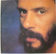Olho de Lince - Trabalho de Parto (1985) de Gonzaguinha fait partie de sa discographie période année 1980, avec ses arrangements typiques, que je trouve bien moins enthousiasmante que période années 70 (Moleque - 1977). L'album débute assez bien avec...