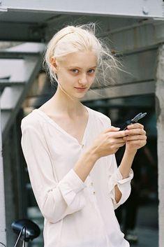 Russian model Nastya Kusakina, photographed by Vanessa Jackman Vanessa Jackman, Milan Fashion Weeks, New York Fashion, London Fashion, Silver Hair Tumblr, Modelo Albino, Trendy Fashion, Fashion Models, Nastya Kusakina