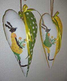 johanes / Vyšívané srdiečko so zajačicou_zelené žlté šaty