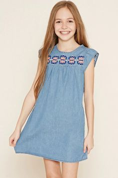 Forever 21 Girls - A denim dress with cap sleeves, a round neckline, a buttoned keyhole back, on-seam side pockets, and embroidery across the chest and along the hem. Cute Girl Outfits, Little Girl Dresses, Kids Outfits, Girls Dresses, Dresses Dresses, Preteen Fashion, Kids Fashion, Girls Denim Dress, Moda Kids