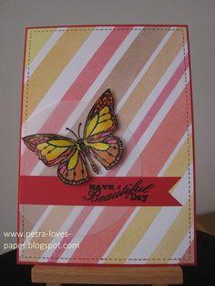 Kaartje 3 in mijn vlinderserie: Een reep schildersafplaktape heb ik in verschillende breedtes gesneden en diagonaal op een wit corres...