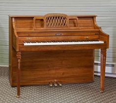 1989 Baldwin Console Pecan Cabinet Brass Hardware Reconditioned Bench included