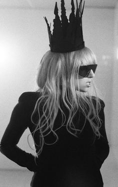 black crown, mother monster, romanc video, lady gaga outfit, queen, lady gaga bad romance