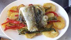 Meruca a la plancha sobre patata panadera y piminetos | Restaurante cafetería A Taberna do Viso en Ortigueira, A Coruña