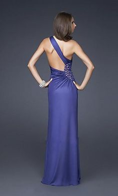 Beautiful dress...if only they'd used a woman with a few curves instead of this possibly anorexic model...
