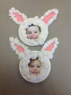 Basteln mit kindern Bunny faces Bracelets- Tips on how to make them Creating bracelets is fun. Easter Arts And Crafts, Easter Crafts For Toddlers, Easter Projects, Bunny Crafts, Easter Activities, Spring Crafts, Toddler Crafts, Holiday Crafts, Bunny Face