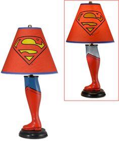 Lámparas en forma de piernas de Batman y Superman