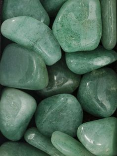 Crystals & Stones: Aventurine helps to calm anger or annoyance. Mint Green Aesthetic, Aesthetic Colors, Aesthetic Pictures, Aesthetic Design, Aesthetic Backgrounds, Aesthetic Wallpapers, Wallpapers Verdes, Crystals And Gemstones, Stones And Crystals
