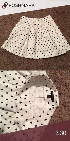 banana republic skirt worn once. white skirt with a side zipper and black scattered diamonds Banana Republic Skirts