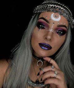 Cute Halloween Nails, Halloween Eye Makeup, Halloween Makeup Looks, Halloween Kostüm, Beautiful Halloween Makeup, Pirate Halloween Costumes, Halloween Cosplay, Halloween Costumes Women Creative, Halloween Outfits
