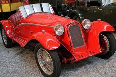 Une voiture Alfa Romeo 8C genre Roadster de 1933.