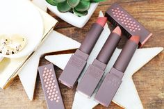 These gorgeous burt's bees lipsticks are a wonderful cruelty free makeup buy. Click through to read more about why we love them. Pretty spring makeup and a makeup addicts must have this  season!