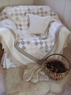Beautiful neutral quilt with ecru crochet edging. I love the neutrals in a nine patch. Quilting Projects, Quilting Designs, Quilt Design, Neutral Baby Quilt, Low Volume Quilt, Farmhouse Quilts, Nine Patch Quilt, Square Quilt, Quilt Making