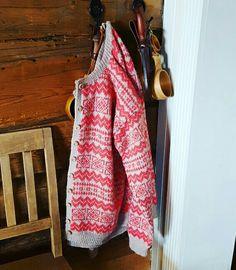 Valldal kofte strikket i mini alpakka fra Sandnesgarn. Fair Isle Knitting, Beautiful Things, Knitwear, Knit Crochet, Leather Jacket, Sewing, Hats, Mini, Jackets
