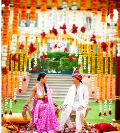 If you've got the budget for it, flowers are a great way to add colour and dimension to your man dap decor.  This look is Dulhan approved!