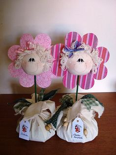 "Peso de porta ""flor do meu jardim..."" Foam Crafts, Crafts For Kids, Fabric Butterfly, Shabby Chic Pink, Felt Decorations, Rustic Flowers, Ideas Para Fiestas, Flower Crafts, Projects To Try"