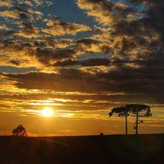 O por do sol de Cambara do Sul pra fechar a semana com chave de ouro! Confira mais fotos da trip pros canyons do Rio Grande do Sul no @andyspinelli!  #lifeisboring #summerisboring #aperolspritz @aperolspritzbrasil by 3em3tv