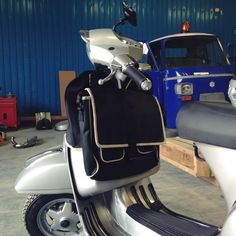 Vespa & Lambretta Classic Scooter Legshield Carrier & Detachable Bag