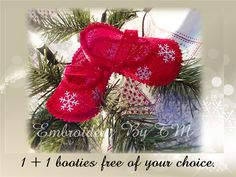 Baby booties with snowflake completely made of by EmbroideryByTM