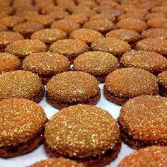 Macaron Caramel  #bellouet #patisserie #paris #macaron #caramel #chocolate #pastry #pastrychef #pastryart #pastrylove #pastryporn #bakery #dessert #desserts #food #foods #foodie #foodgasm #foodstagram #foodpic #foodpics #foodporn #foodlover #foodblogger #foodphotography #foodgram #gold #instafood #frenchfood