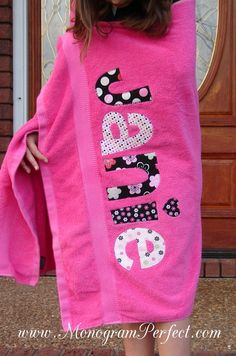 Personalized beach towel @ DIY Home Cuteness – Towel Ideas 2020 Monogrammed Beach Towels, Monogram Towels, Personalized Towels, Sewing Tutorials, Sewing Crafts, Sewing Projects, Sewing For Kids, Baby Sewing, Machine Embroidery Projects