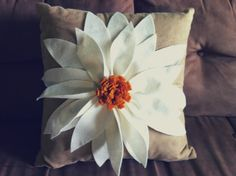DIY FLOWER PILLOW (Make Red Pointsetta)