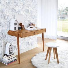 À la recherche de mobilier vintage et original, la console Colas rassemble les principaux canons de l'esprit vintage : ligne impeccable, sobriété des matières et allure fuselée.