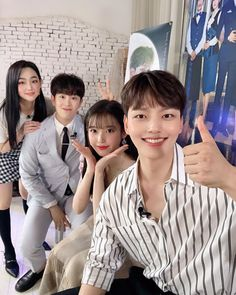 Image may contain: one or more people Drama Funny, Drama Memes, Korean Star, Korean Girl, Korean Celebrities, Korean Actors, Korean Couple Photoshoot, Jin Goo, Good Comebacks