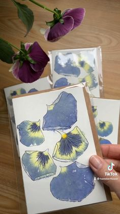 Plant Crafts, Nature Crafts, Creative Crafts, Diy And Crafts, Paper Crafts, Crafts With Flowers, Handmade Stamps, Maquillage Halloween, Flower Petals