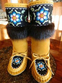 Arts And Crafts Style Furniture Native Beading Patterns, Beadwork Designs, Native Beadwork, Native American Beadwork, Powwow Beadwork, Indian Beadwork, Native American Regalia, Native American Moccasins, Native American Clothing