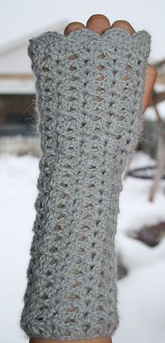 Crocheted wrist warmers tutorial in the sidebar.