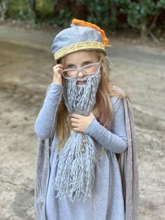 She's been growing out her hair for nearly two years with the express purpose of being Dumbledore for Halloween. Family Themed Halloween Costumes, Family Costumes, Baby Costumes, Family Halloween, Adult Costumes, Harry Potter Cosplay, Harry Potter Halloween, Dumbledore Costume, Harry Potter Fancy Dress