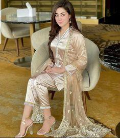 Latest Celebrity News, Pakistani Dramas, Sari, Actresses, Celebrities, Beautiful, Fashion, Saree, Female Actresses