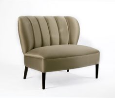 Lolita armchair | An upholstered armchair inspired in the Art Deco style. A celebration to youth and grace.