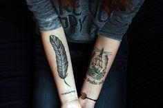 Hoje, existem também tatuagens de penas no braço para você que gosta de experimentar coisas diferentes na sua vida. As tatuagens são itens que estão ganhan