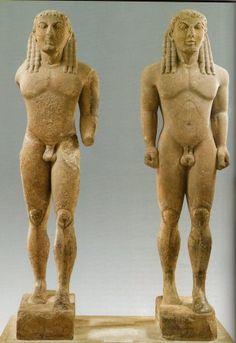 Memphis e Biton; VII-VI sec. a.C.; marmo. Delfi, Museo-Grecia. Polimèdes di Argo è il probabile scultore.