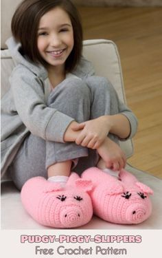 Pudgy Piggy Slippers [Free Crochet Pattern] Follow us for ONLY FREE crocheting patterns for Amigurumi, Toys, Afghans and many more!