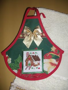 Cubre botellas Christmas Cross, Christmas Gifts, Sewing Crafts, Sewing Projects, Wine Bottle Covers, Sewing Aprons, Sissi, Craft Business, Decoupage