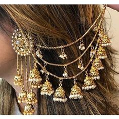 Draped hair chains with bells Indian Jewelry Earrings, Jewelry Design Earrings, Ear Jewelry, India Jewelry, Bridal Earrings, Fashion Earrings, Fashion Jewelry, Chain Earrings, Gold Jewelry