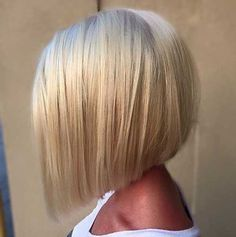 """It can not be repeated enough, bob is one of the most versatile looks ever. We wear with style the French """"bob"""", a classic that gives your appearance a little je-ne-sais-quoi. Here is """"bob"""" Despite its unpretentious… Continue Reading → Hair Styles 2016, Medium Hair Styles, Short Hair Styles, Short Hair Cuts For Women Bob, Short Bob Cuts, Medium Bob Hairstyles, Cool Hairstyles, Bob Haircuts, Blonde Hairstyles"""